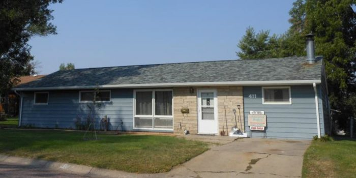 411 Henkens Dr. – 3 Bedroom, 1 Bath – Chadron, NE
