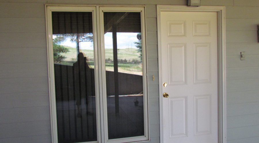 Newer Chadron 1-2 bedroom ground level apartment with nice kitchen and bathroom available in May. Rent includes appliances, heat, air conditioning, lights, Direct TV hook up, WIFI. No pets or smoking. $550/mo for 1 person. Deposit same as rent. For application call 308 432-3841.